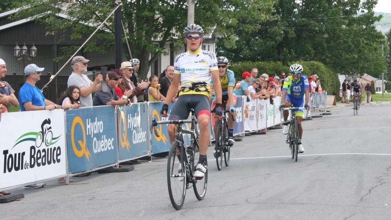 Tom skujins remporte le maillot jaune - Chez georges porte maillot ...
