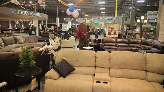 meubles l on de saint georges tient son super solde du 29 au 31 mai. Black Bedroom Furniture Sets. Home Design Ideas