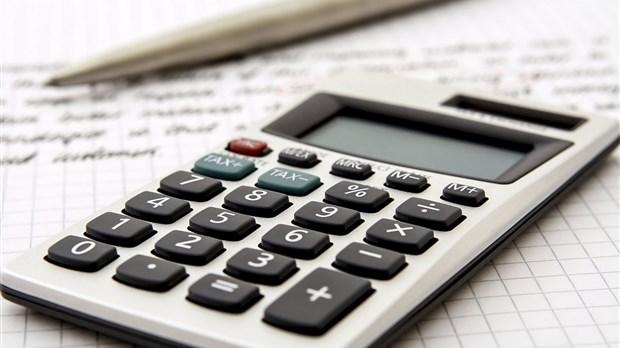 Québec hausse à 11,25 $ le salaire horaire minimum, le relevant de 0,50 $