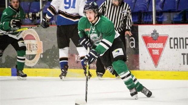 Ligue de hockey c te sud ste marie l 39 emporte contre - Argument contre le port de l uniforme ...