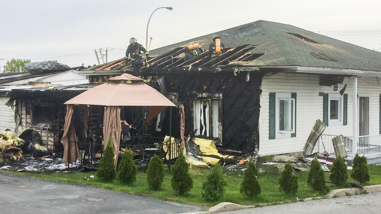 incendie d 39 une maison saint georges le feu se serait. Black Bedroom Furniture Sets. Home Design Ideas