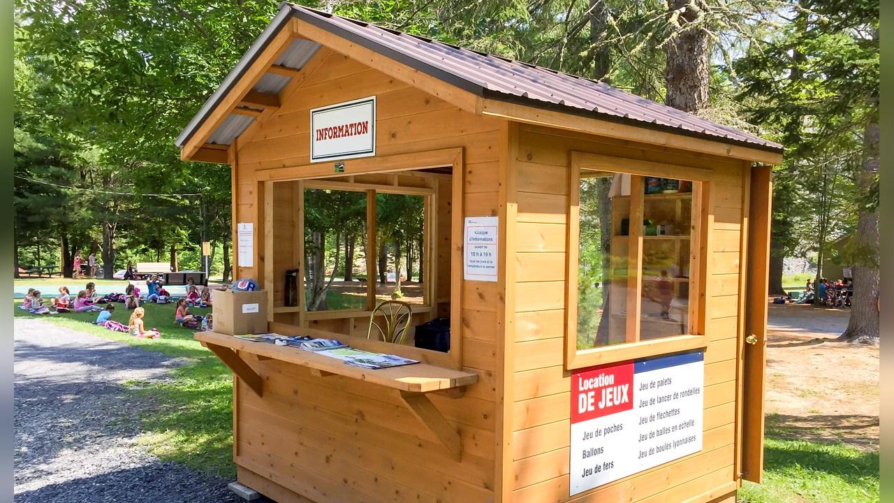 Un kiosque d information et de pr ts de jeux ouvre ses for Bourcier porte et fenetre valleyfield
