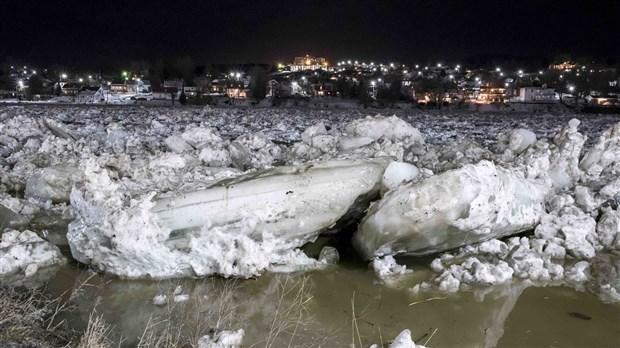 Inondation Deux R 233 Sidences 233 Vacu 233 Es Dans La Nuit 224
